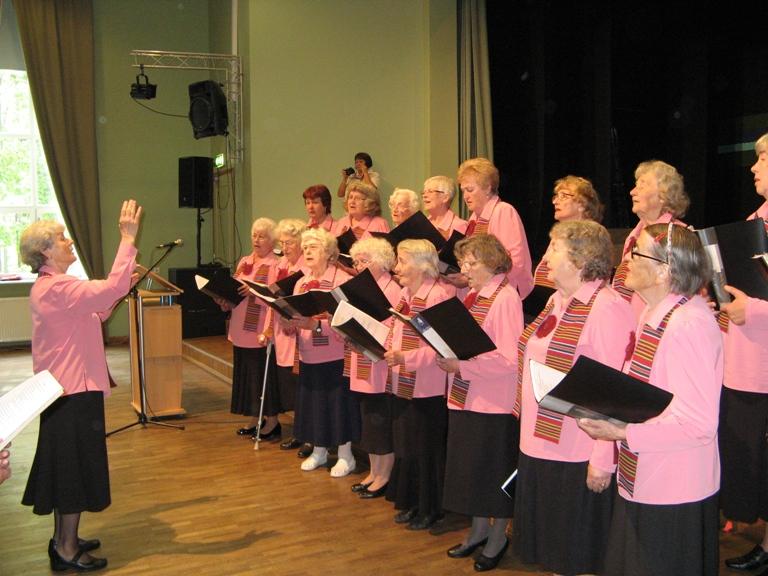 """Põltsamaa koor """"Leelo"""", dirigent Inge Peters"""