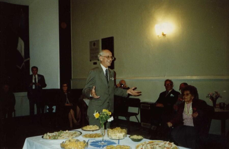 Seltsi 70. juubelit Eesti majas tervitamas ja tänusõnu eestlastele edastamas käis oma visiidil Londonis EV president Lennart Meri.